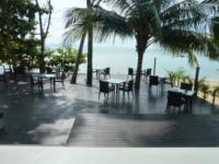 the lower level of the restaurant: lunch on the beach between palm trees.