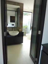 Large and Luxury Bathrooms in all Plub Pla Villas